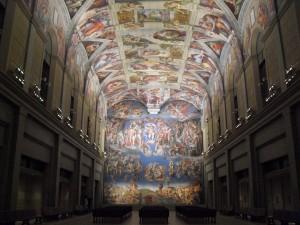 大塚國際美術館大廳天花板上,米開朗基羅「天頂畫」氣勢雄偉。