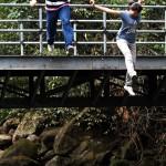 劉至翰(左)及連靜雯(右)在《天下父母心》中的跳水畫面