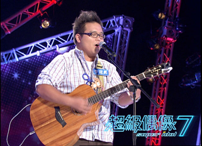 """來自高雄大學運休系的李冠昇演唱盧廣仲""""就像白癡一樣"""""""